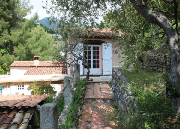 Studio with green surroundings La Romarine